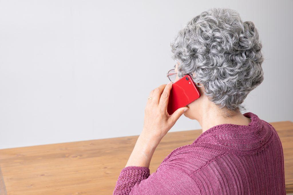 高齢の親戚から不審な電話が繰り返されたら、どう対処するべきか?